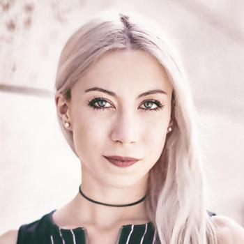 Portrait: Carina Bukenberger | Inhaberin von LEONARTO.de - Agentur für SEO und Medienrhetorik